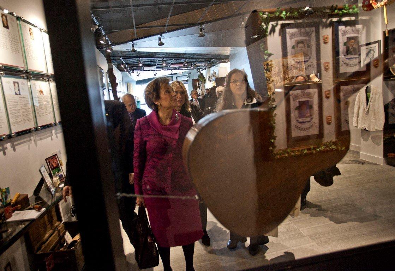 Maria Cavaco Silva Visits the Gallery - 02